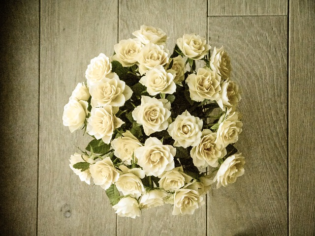 Versatile rose bouquets for weddings