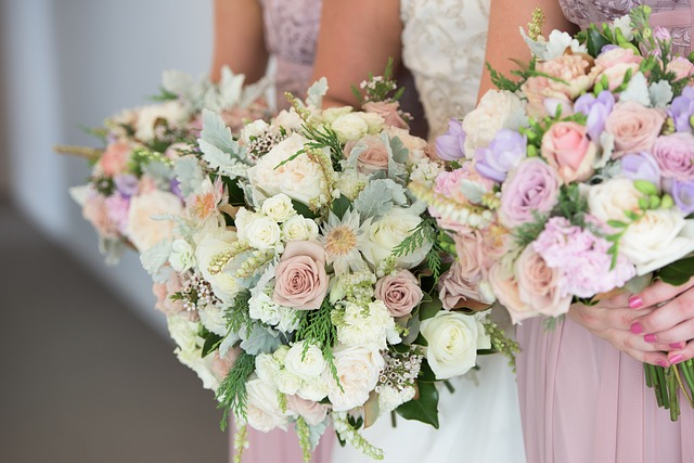 Picking the perfect wedding flowers | Confetti.co.uk