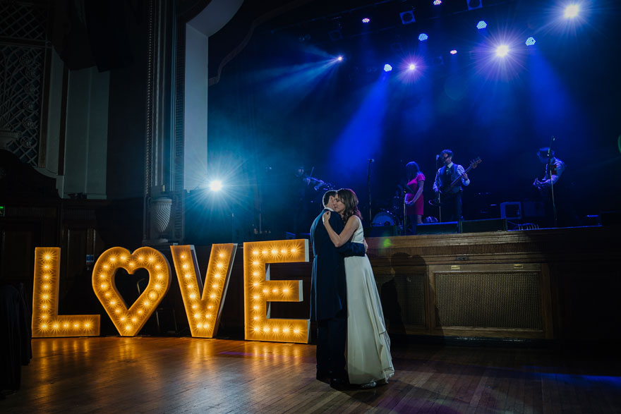 Islington Assembly Hall LOVE Sign Bride and Groom First Dance with Live Wedding Band   Confetti.co.uk