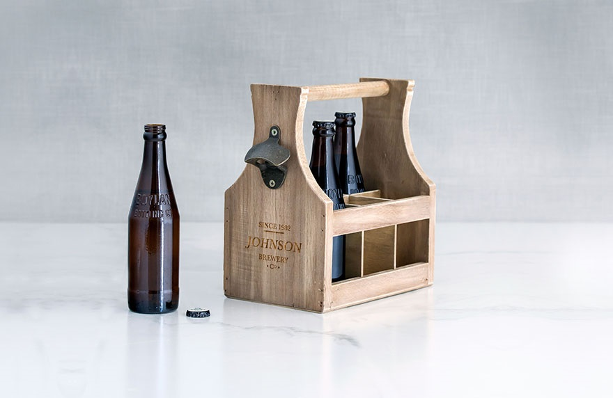 Personalised wooden beer caddy   Confetti.co.uk