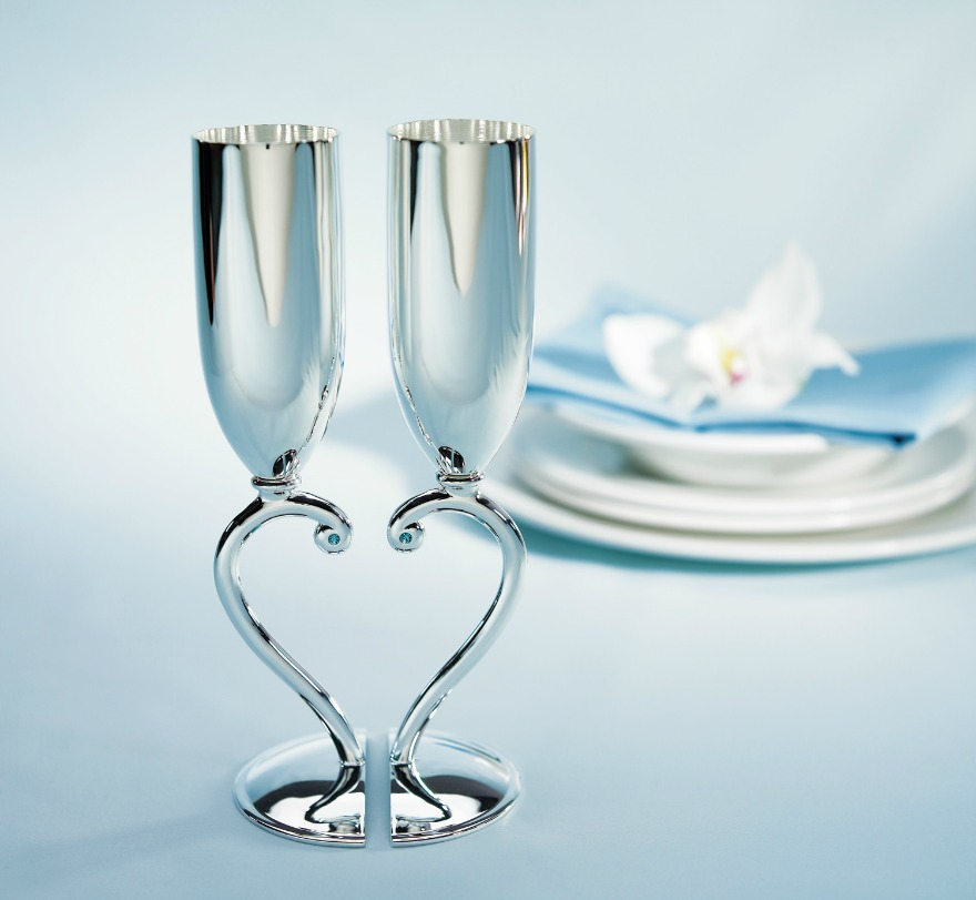 Interlocking champagne flutes | Confetti.co.uk