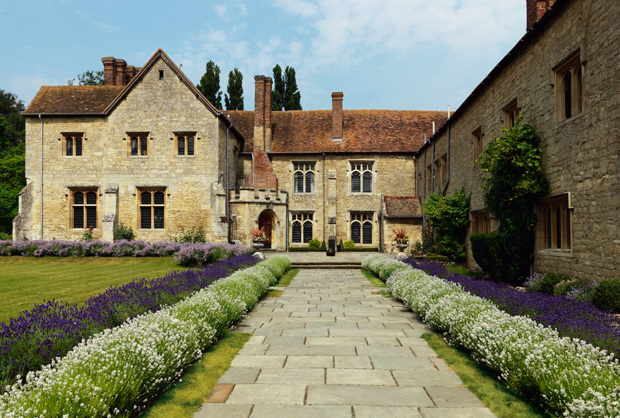 Notley Abbey Country House Wedding Venue in Buckinghamshire   Confetti.co.uk