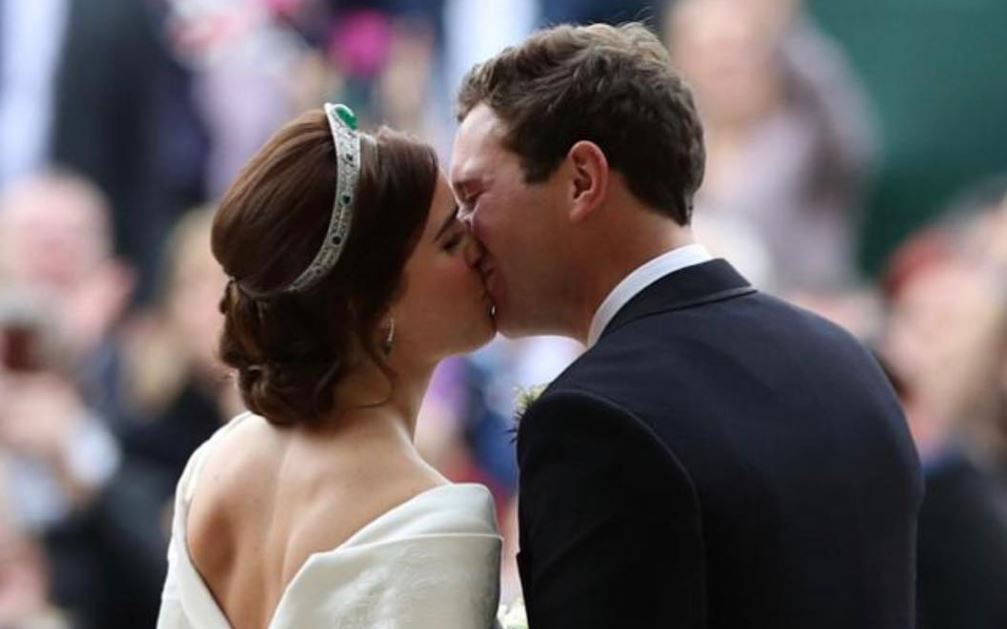 princess-eugenie-wedding-kiss