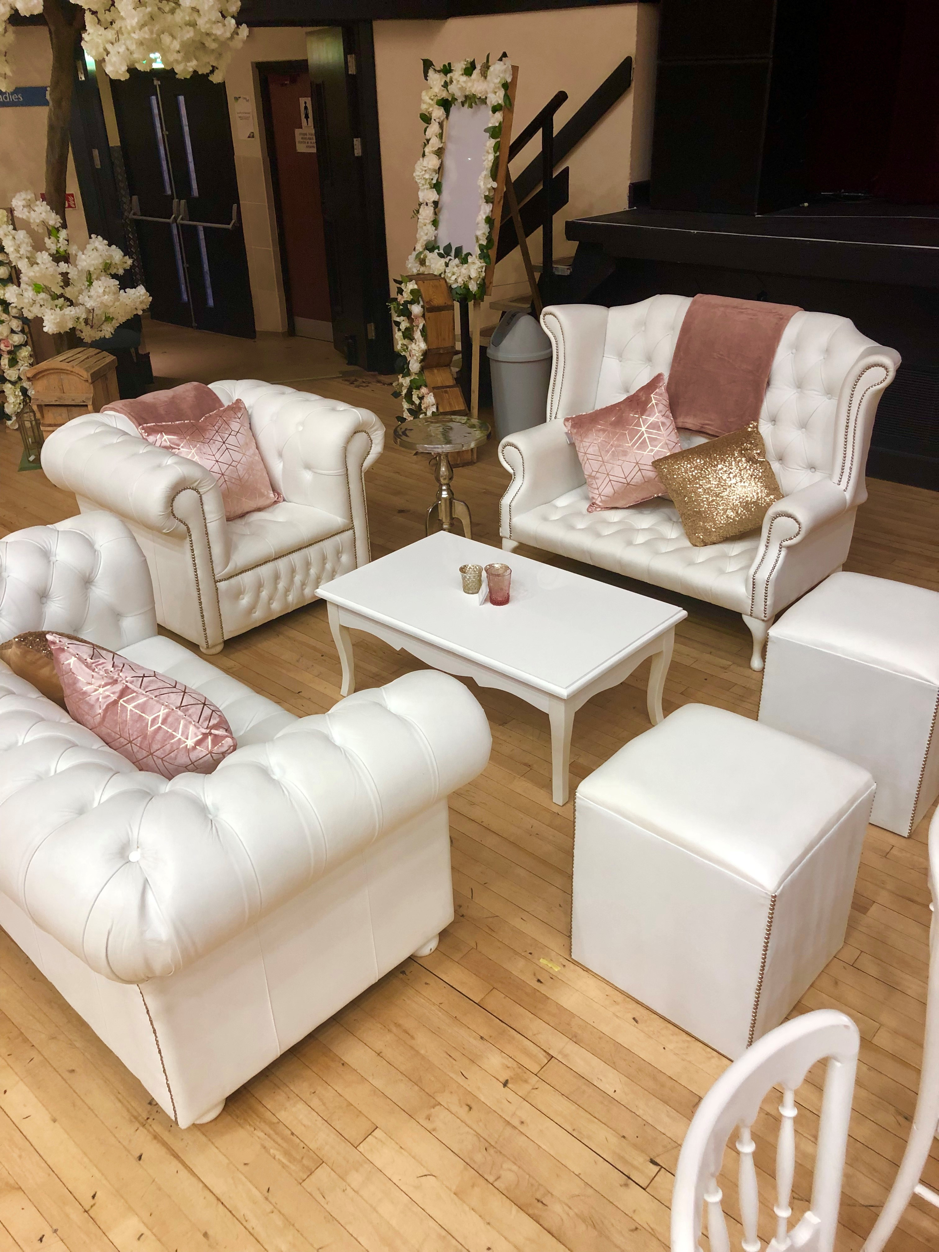white-wedding-chairs-for-weddings